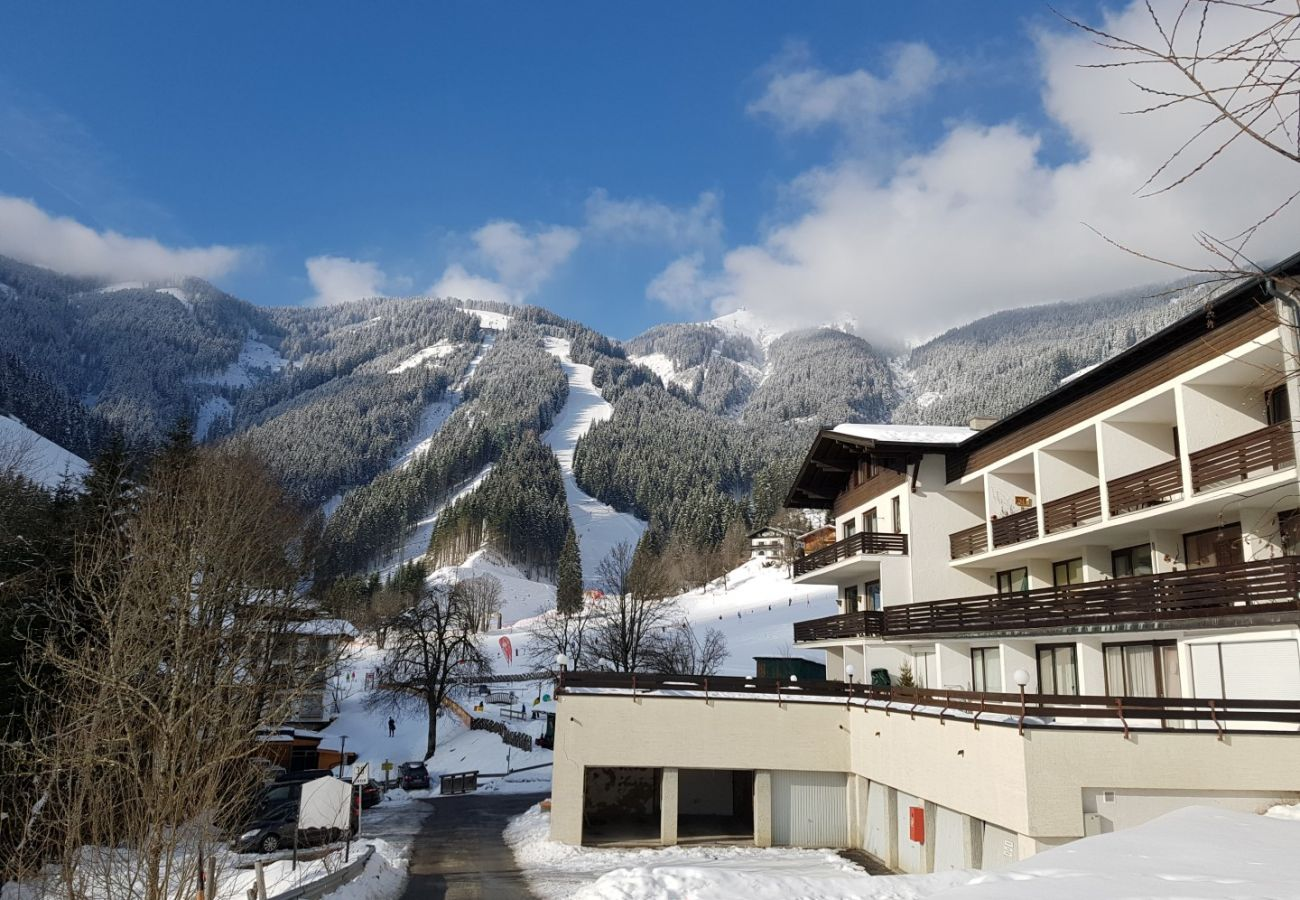 Apartment in Zell am See - Apartment HOLIDAY - Ski-in/Ski-out