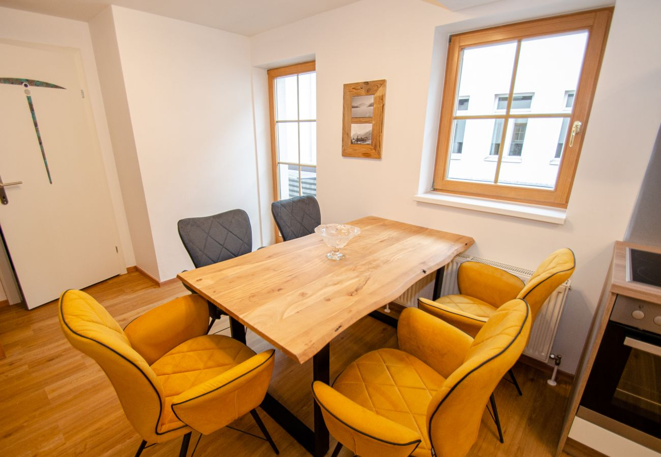 Apartment in Zell am See - Penthouse Maisonette Zell City - 150m from skilift