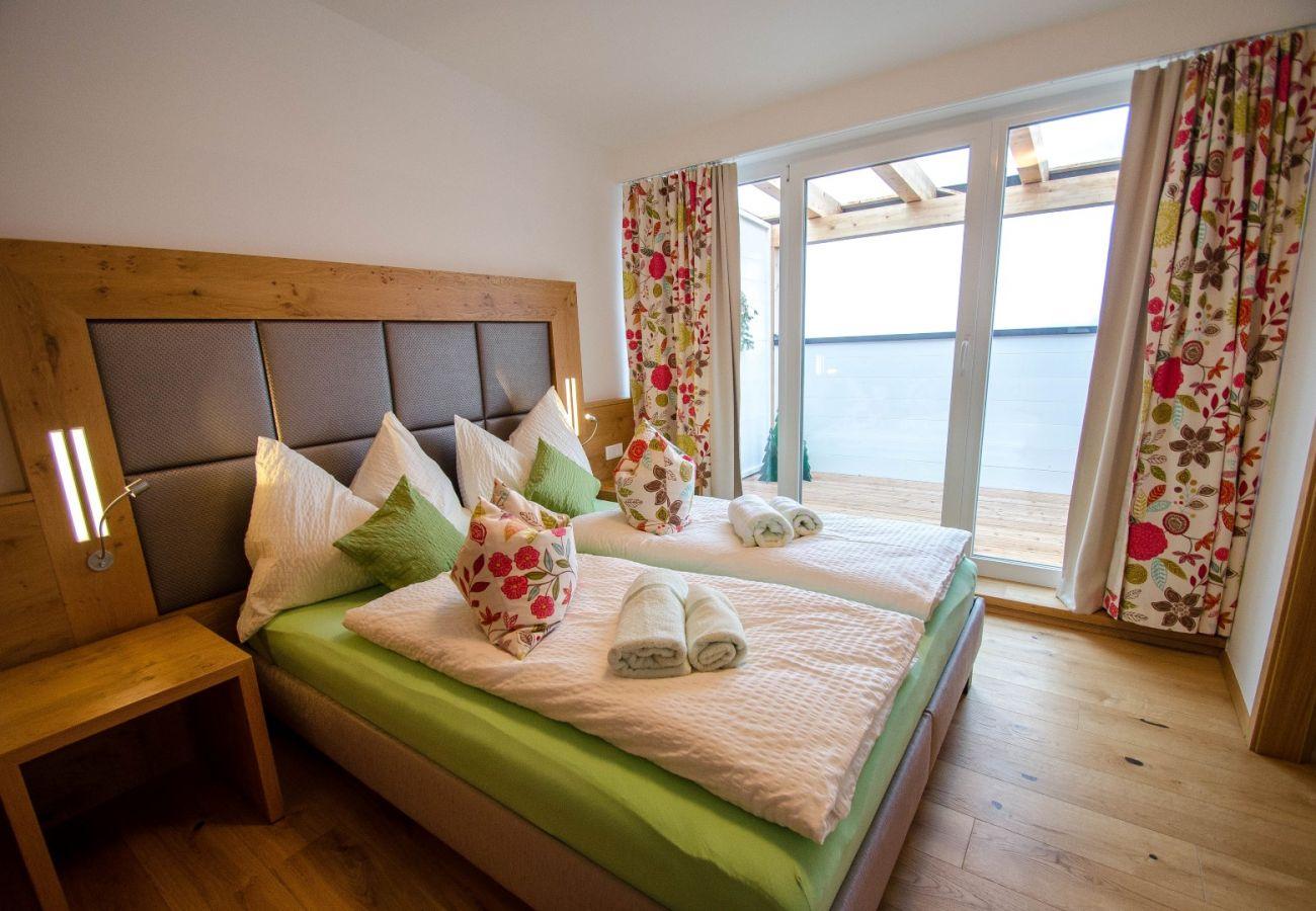 Ferienwohnung in Kaprun - Finest Penthouse Harmony / terrace & glacier view